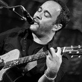 The  Vault - Jennifer Rondinelli Reilly - Dave Matthews on Guitar 2