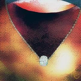 Ernestine Manowarda - Decolletage