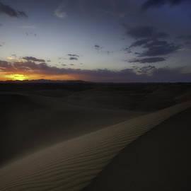 Niloufar Hoseinzadeh - Desert Lullaby