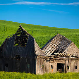 Inge Johnsson - Dilapidated Barn