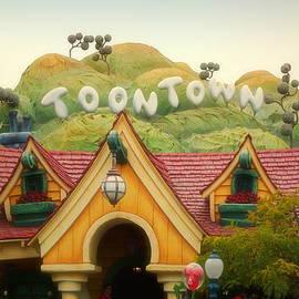 Thomas Woolworth - Disneyland Toontown Mountain Signage