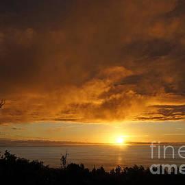 Inge Riis McDonald - Dramatic Sunset Hawaii