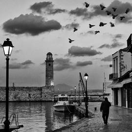 Spyros Papaspyropoulos  - Early evening walk in the old port