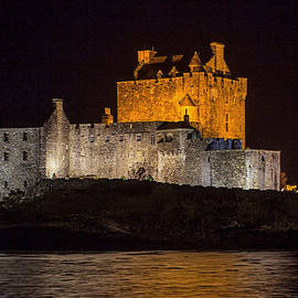 Derek Beattie - Eilean Donan Castle at night