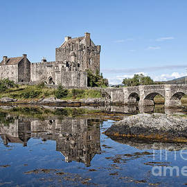 Bel Menpes - Eilean Donan Castle Reflections