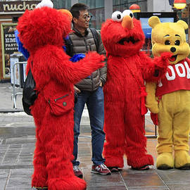 James Connor - Elmo  His Brother With Winnie The Pooh At Times Square