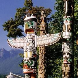 John Malone - Extrordinary Carving by the Haida