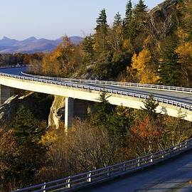 Lynn Bauer - Fall Morning on the Viaduct