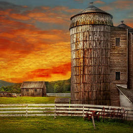 Mike Savad - Farm - Barn - Welcome to the farm