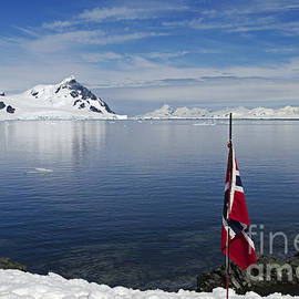 Nina Stavlund - First at the South Pole...
