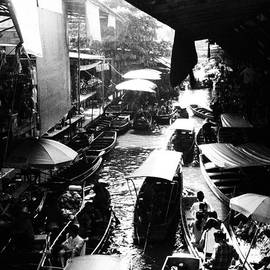 Justin Woodhouse - Floating Markets in Black and White