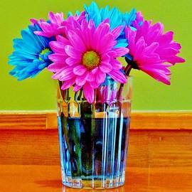 Cynthia Guinn - Flowers In Vase