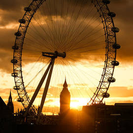 Georgia Mizuleva - Framing the Sunset in London - the London Eye and Big Ben