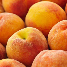 Elena Elisseeva - Freshness of peaches