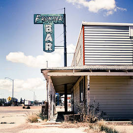 Ellen and Udo Klinkel - Route 66 - Frontier Bar
