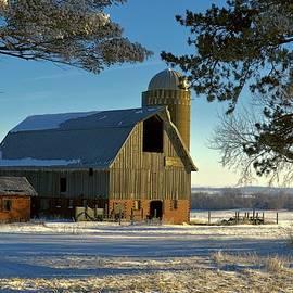 Bonfire Photography - Frosty Cedar Barn 2