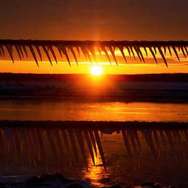 Tracy Winter - Frozen sunrise