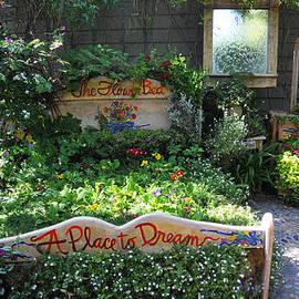 Lynn Bauer - Gardeners Dream