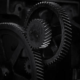 Terry Leasa - Gears in B/W 1