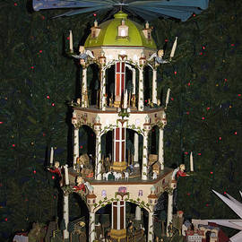 Sally Weigand - German Pyramid