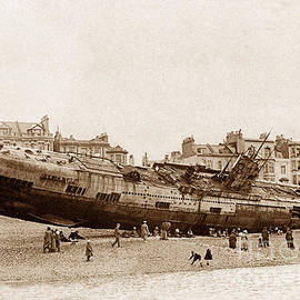The Keasbury-Gordon Photograph Archive - German submarine on Hastings beach England on 15th April 1919