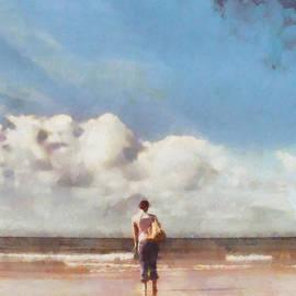 Pixel Chimp - Girl on beach