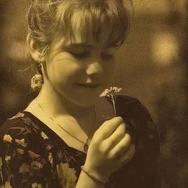 Hanny Heim - Girl with Flower