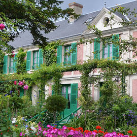 Carla Parris - Giverny Home of French Impressionist Painter Claude Monet