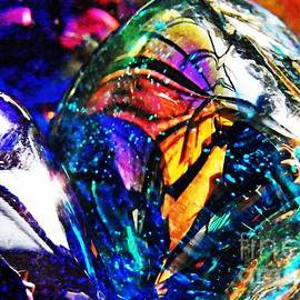 Sarah Loft - Glass Abstract 22
