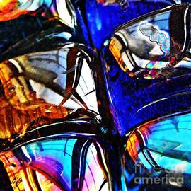 Sarah Loft - Glass Abstract 4