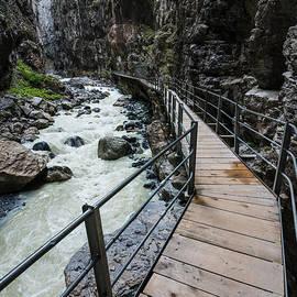 Gary Whitton - Gletscherschluct Grindelwald - Weisse Lutschine
