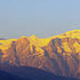 Vishva Vajra - Golden Annapurna Panorama
