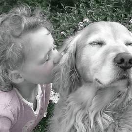 Jennie Marie Schell - Golden Retriever Dog Kiss from a Little Girl