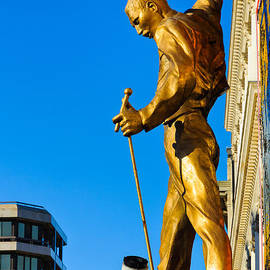 David Hill - Golden statue of Freddy Mercury of Queen - We Will Rock You musical