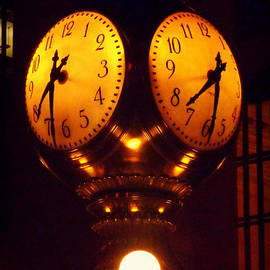 Miriam Danar - Grand Old Clock - Grand Central Station New York