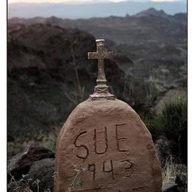 Valerie Loop - Graveyard Sue