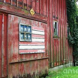 Laurie Eve Loftin - Green Road Barn