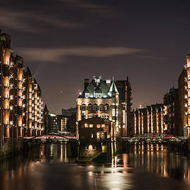Silke Tuexen - Hamburg at night watercastle one