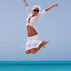 Maria Bobrova - Happy Vacation