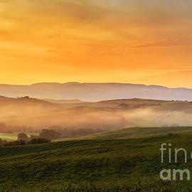 Yuri Santin - Hills and fog