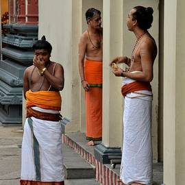 Imran Ahmed - Hindu priests relax after morning rituals