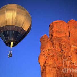 Bob Christopher - Hot Air Balloon Monument Valley 4