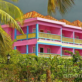 Linda Bianic - Hotel Jamaica