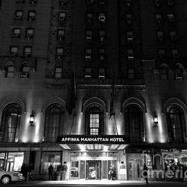 Miriam Danar - Hotel Noir