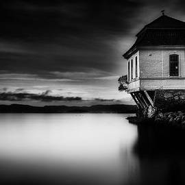 Erik Brede - House by the Sea BW