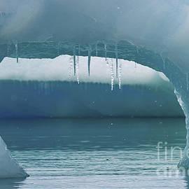 Nina Stavlund - Ice Window..