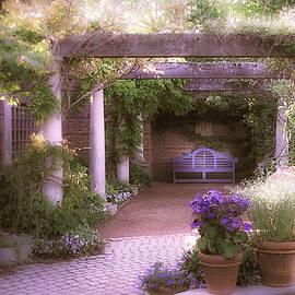 Julie Palencia - Intimate English Garden