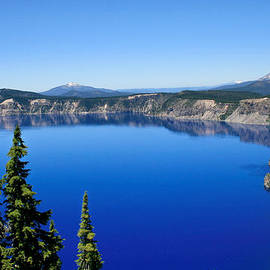 David Millenheft - Into the blue of Crater Lake