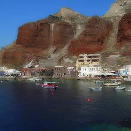 Colette V Hera  Guggenheim  - Ioa Harbor Santorini Island