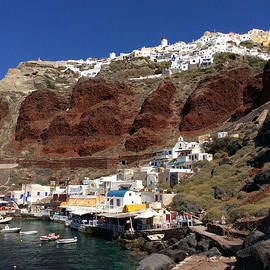 Colette V Hera  Guggenheim  - Ioa  Port Santotini Island Greece